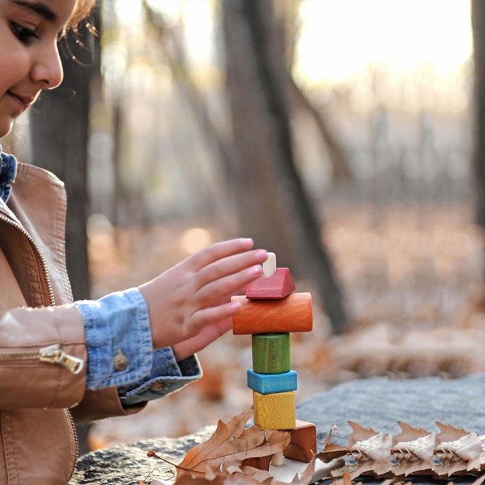 دختر درحال بازسازی بازی برج تعادل سپتا
