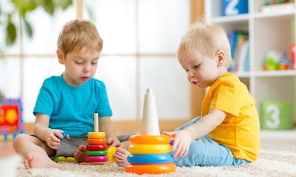 داشتن کودک باهوش با ایجاد تعاملات بین کودکان