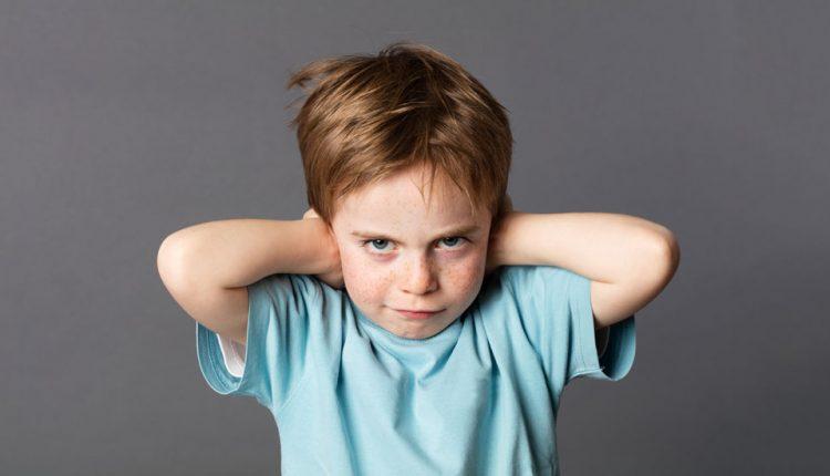 کودک لجباز پاک و معصوم است با او مانند یک کودک رفتار کنید