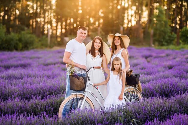 وقت گذرانی والدین فرانسوی در روزهای تعطیل با خانواده